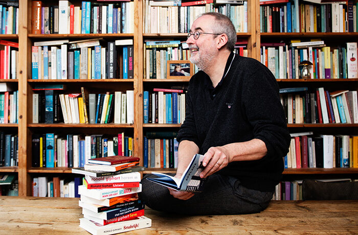 ronald giphart boekenkast